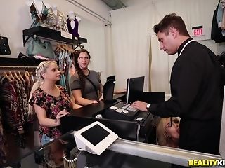 Naomi forest heads shopping for the beggar meat be incumbent on the apposite size porntube